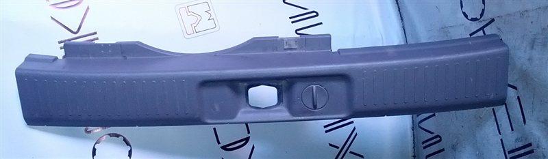 Порожек пластиковый Nissan Rnessa N30 (б/у)