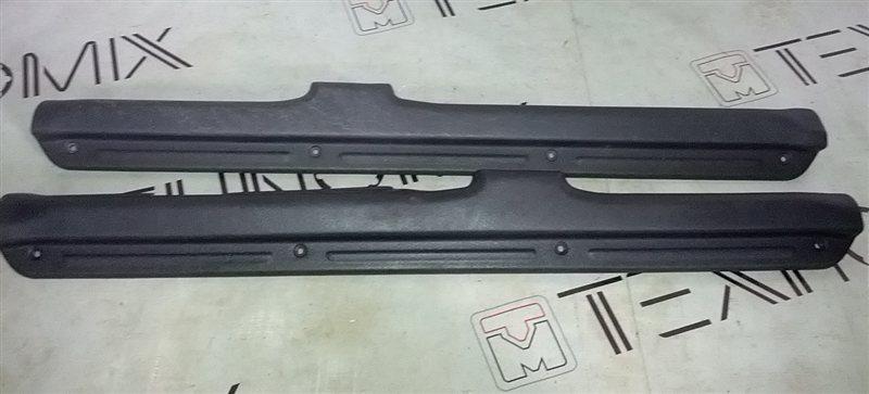 Порожек пластиковый Mitsubishi Pajero Io H66W (б/у)