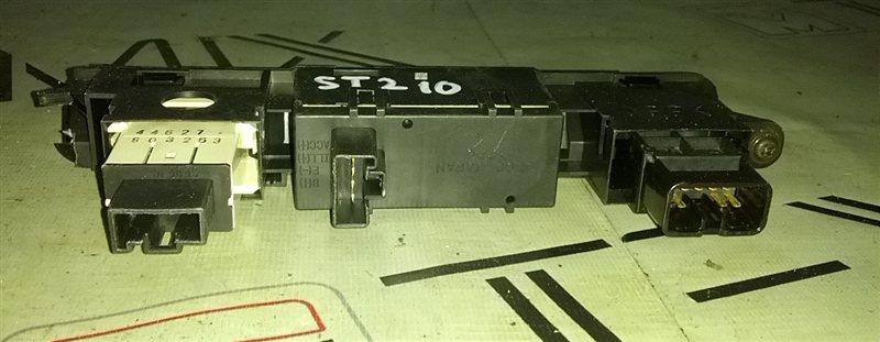 Часы Toyota Premio ST210 (б/у)