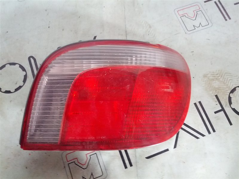Стоп-сигнал Toyota Vitz NCP10 правый (б/у)
