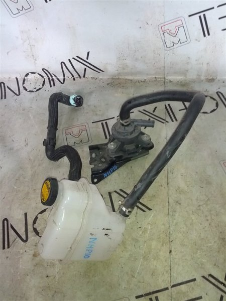 Бачок расширительный Toyota Aqua NHP10 1NZ-FXE (б/у)