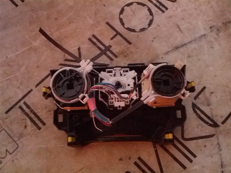 Блок управления климат-контролем Toyota Ractis NSP120 1NR-FE 2011 (б/у)