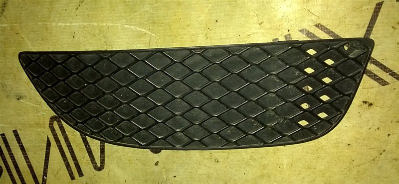 Заглушка бампера Mitsubishi Galant Fortis CY6A 4J10 2012 передняя правая (б/у)