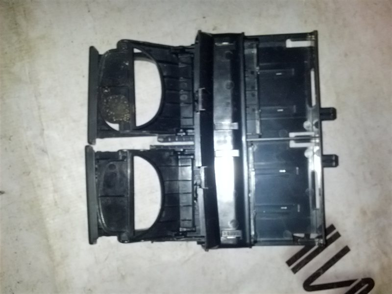 Подстаканник Daihatsu Coo M401S K3-VE 2006 (б/у)