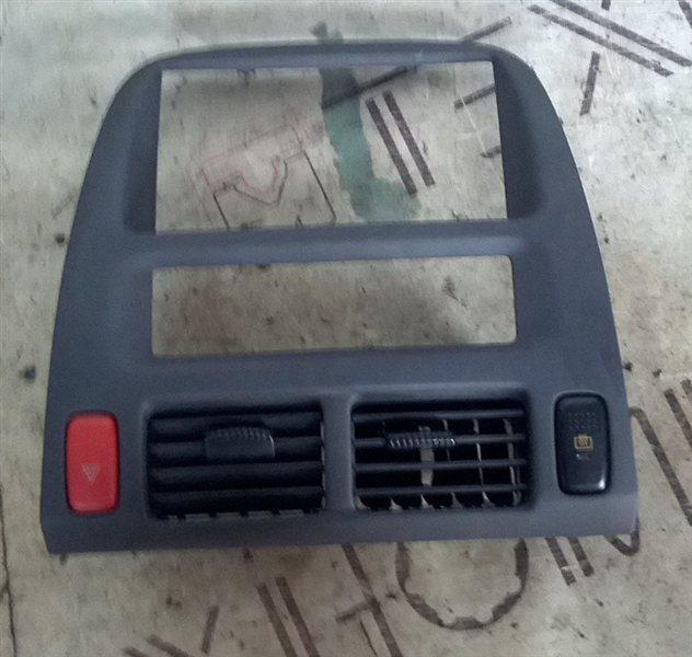 Рамка магнитофона Honda Hrv GH3 D16A 2001 (б/у)