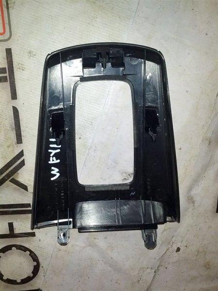 Рамка рычага переключателя автомата Nissan Wingroad WFY11 QG15(DE) 1999 (б/у)