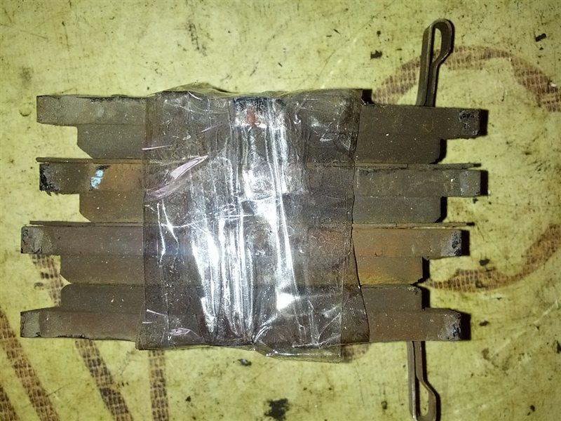 Тормозные колодки Nissan Bluebird HU14 SR20(DE) 1999 заднее (б/у)