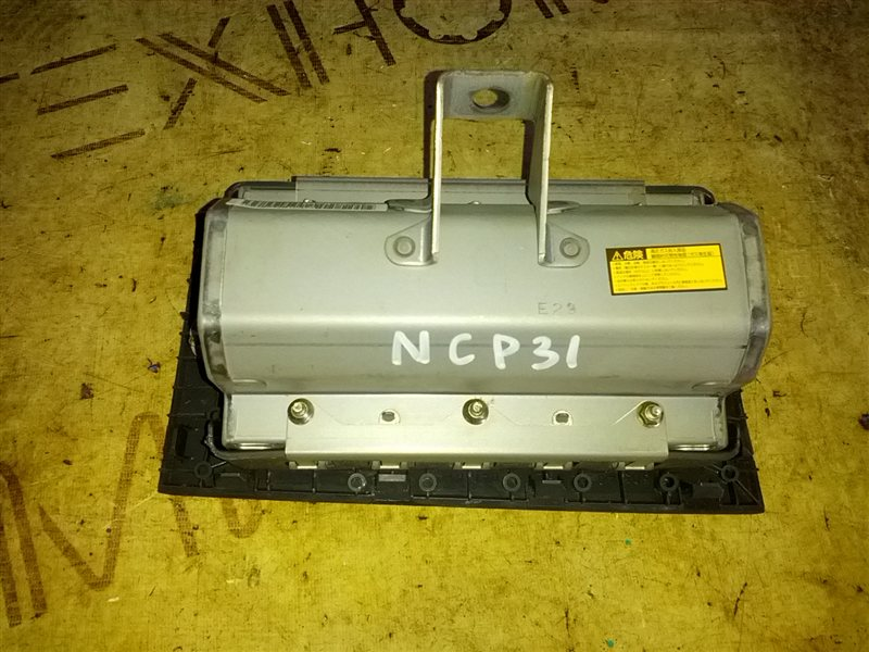 Airbag пассажирский Toyota Bb NCP31 (б/у)