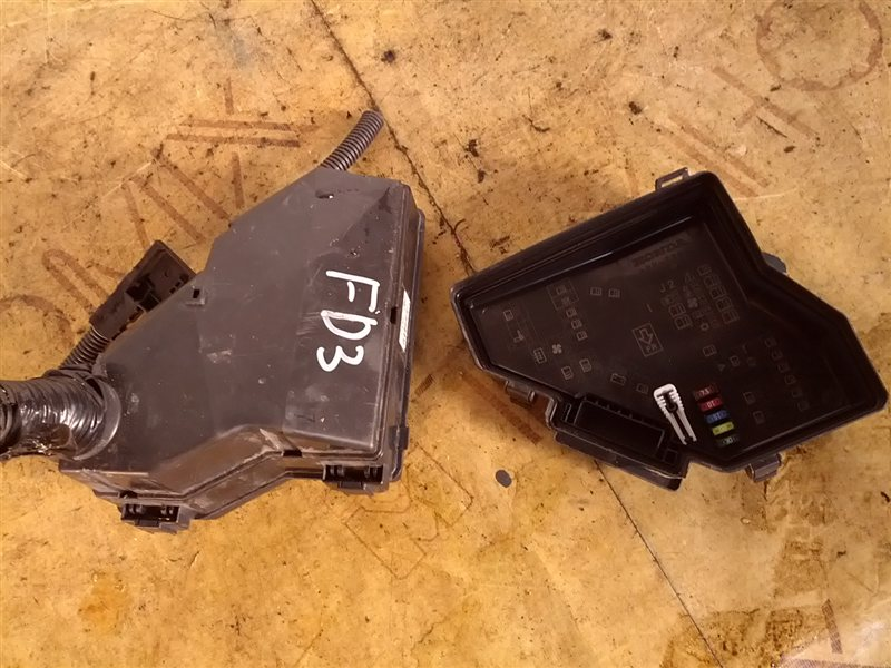 Блок предохранителей Honda Civic FD3 LDA (б/у)