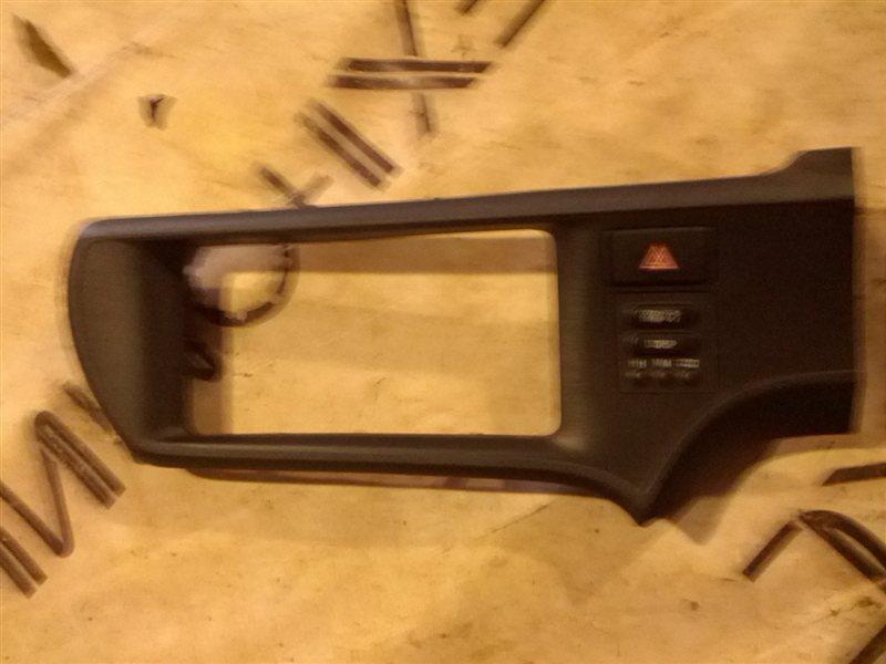 Рамка магнитофона Toyota Aqua NHP10 1NZ-FXE (б/у)