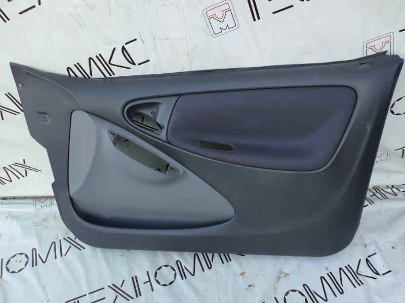 Обшивка дверей Toyota Vitz SCP10 правая (б/у)