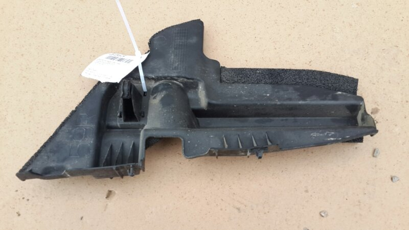 Дефлектор радиатора Toyota Prius 2009 правый (б/у)