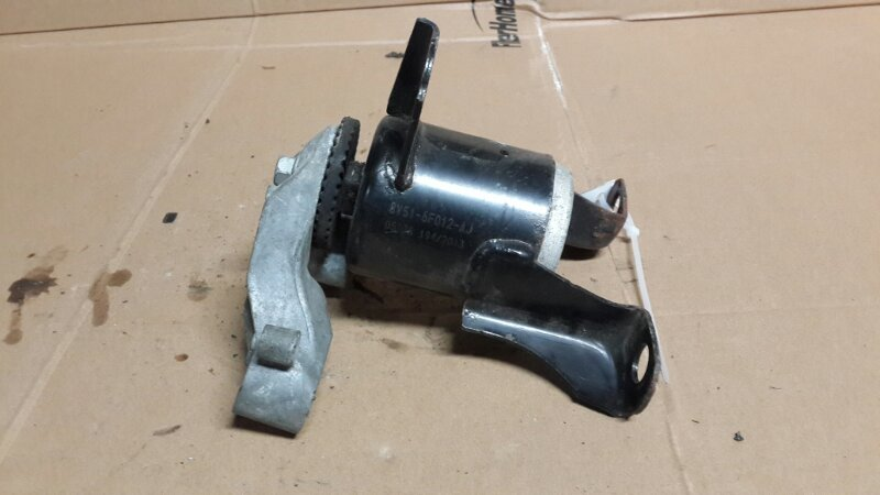 Опора двигателя Ford Fiesta Mk6 2012 правая (б/у)