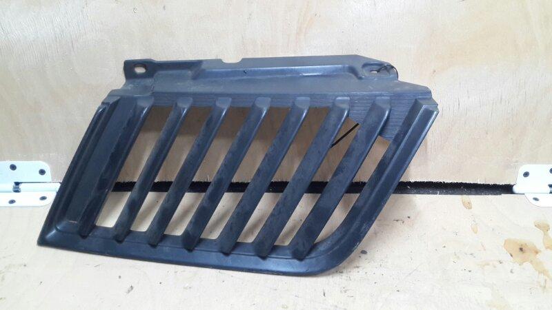 Решетка радиатора Mitsubishi Pajero Sport 2 2008 правая (б/у)