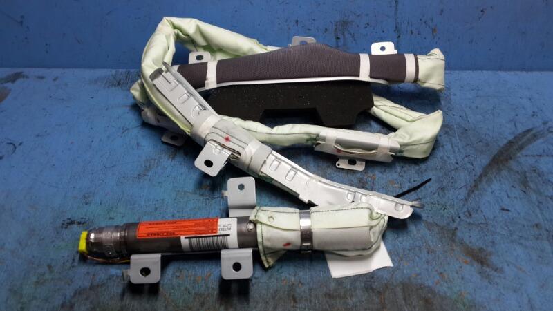 Подушка безопасности боковая M 2010 правая верхняя (б/у)