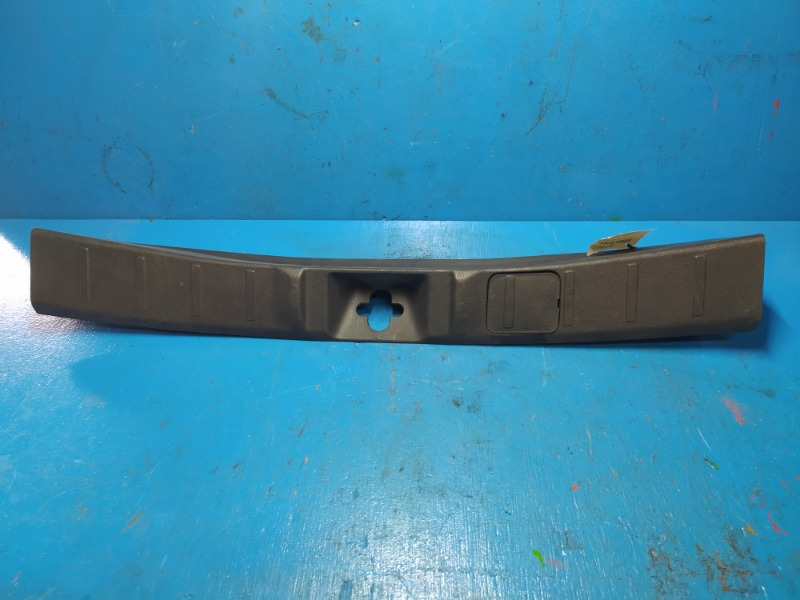 Обшивка задней панели багажника Mitsubishi Outlander 3 2012 (б/у)