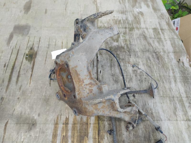 Кулак поворотный Ford Kuga 2 2012 задний правый (б/у)