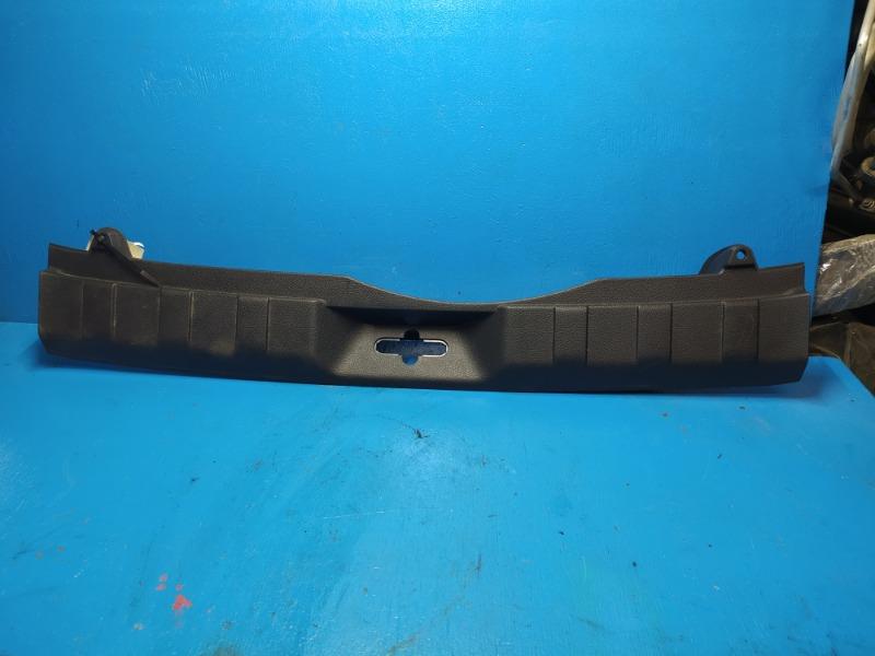 Накладка задней панели Nissan Xtrail T31 2007 (б/у)
