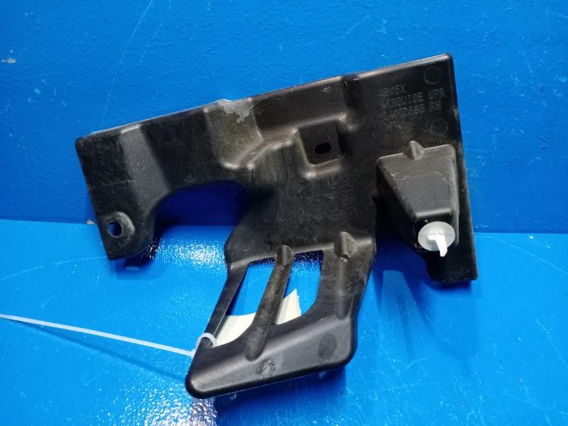 Дефлектор радиатора Mitsubishi Outlander 3 2012 правый (б/у)