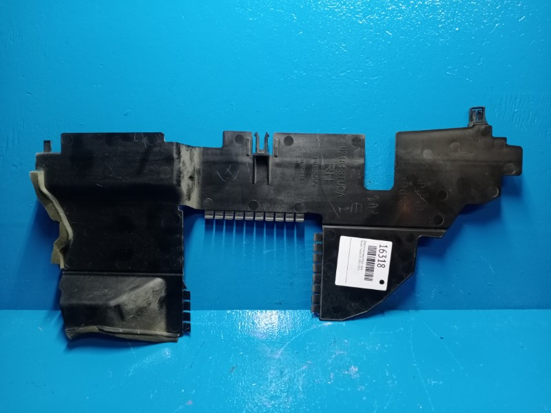 Дефлектор радиатора Nissan Teana L33 2013 правый (б/у)