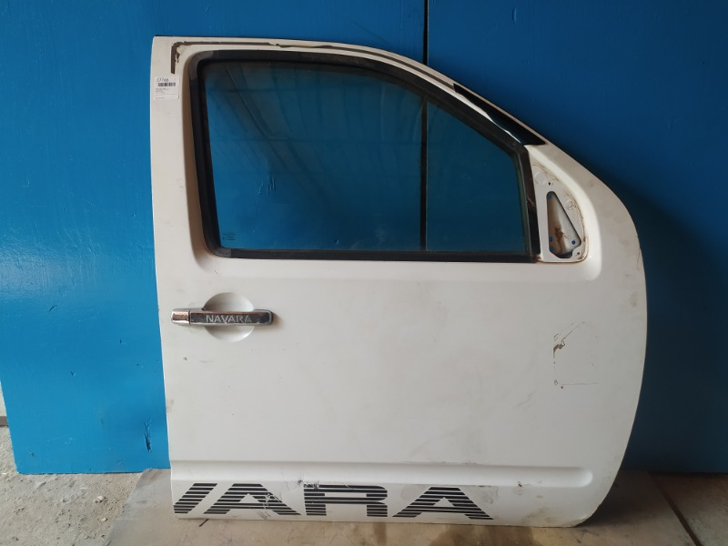 Дверь Nissan Navara 2005 передняя правая (б/у)