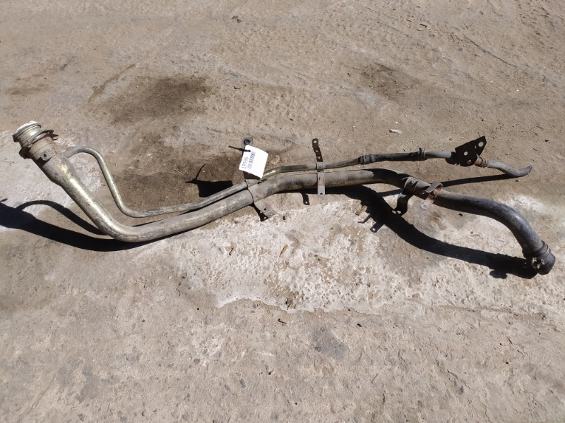 Заливная горловина бака Mitsubishi Pajero 3 2012 (б/у)