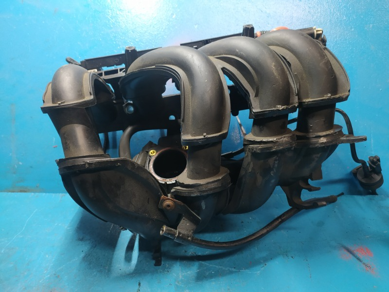 Коллектор впускной Ford Focus 2 1.6 2005 (б/у)