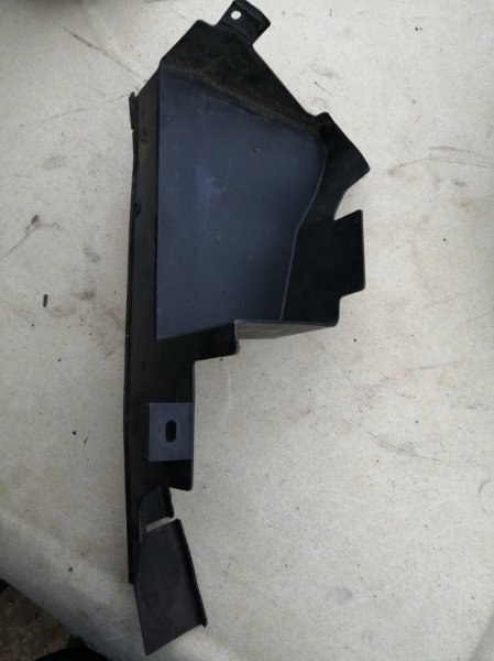 Дефлектор радиатора Ford Focus 2 CB4 HXDA 2007 правый (б/у)