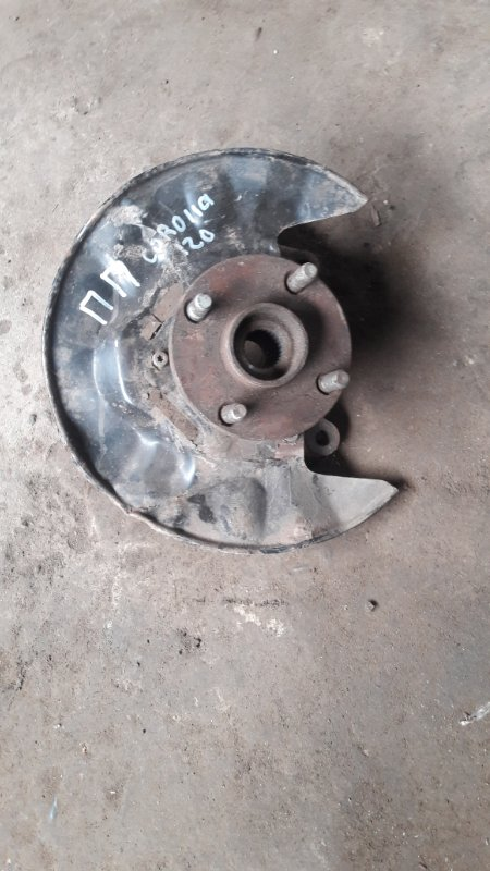 Кулак поворотный Toyota Corolla E120 передний правый (б/у)