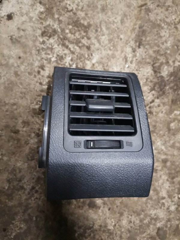 Дефлектор воздуховода Toyota Corolla 150 1ZR-FE 2008 правый (б/у)