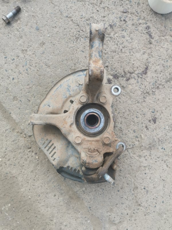 Кулак поворотный Toyota Corolla 150 1ZR-FE 2008 передний левый (б/у)