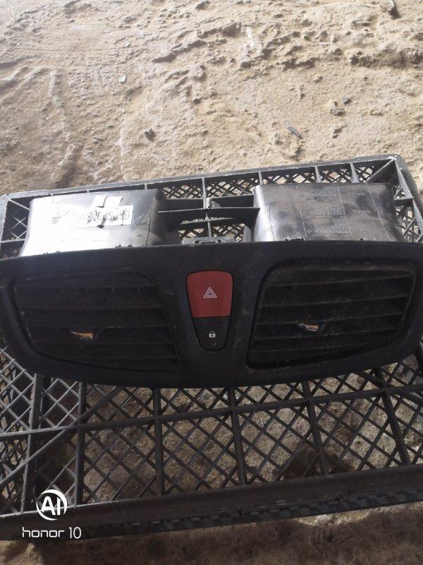 Дефлектор воздуховода Renault Megan 3 KZ0G/KZOU/KZ1B K4MV838 2015 (б/у)