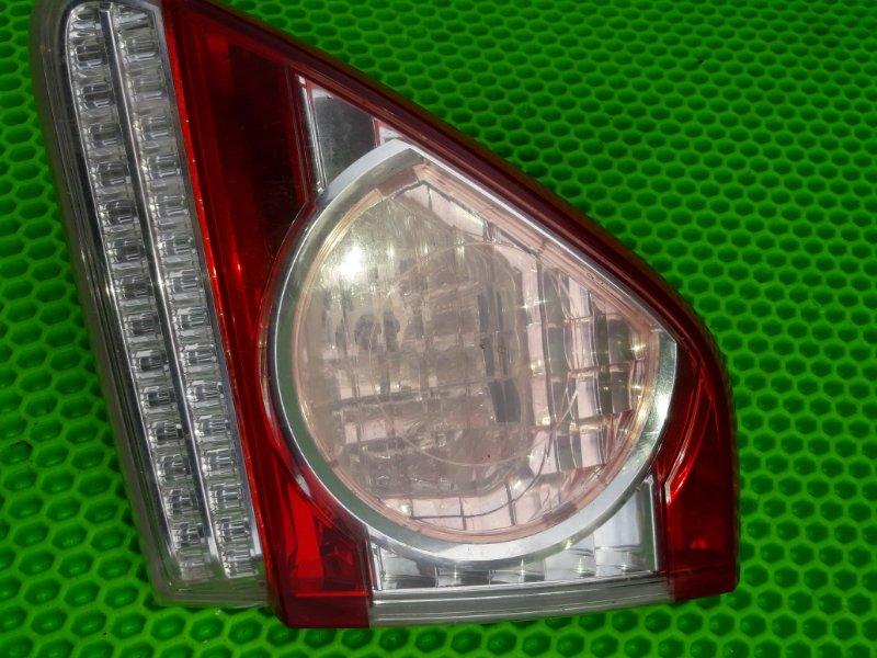 Фонарь внутренний Toyota Corolla 151 1ZR-FE 2010 правый (б/у)