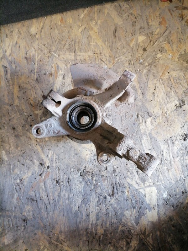 Кулак поворотный Mazda Familia BJ ZL 1999 (б/у)