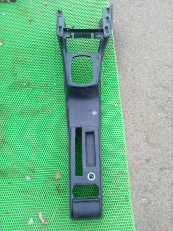 Консоль между сидений Skoda Octavia А4 (б/у)