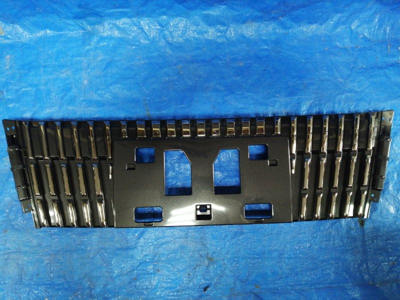 Решетка радиатора Toyota Voxy ZRR85. ZRR80 передняя (б/у)
