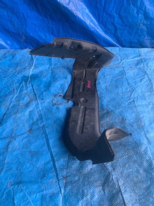 Защита горловины бензобака Toyota Isis ZGM10 передняя (б/у)