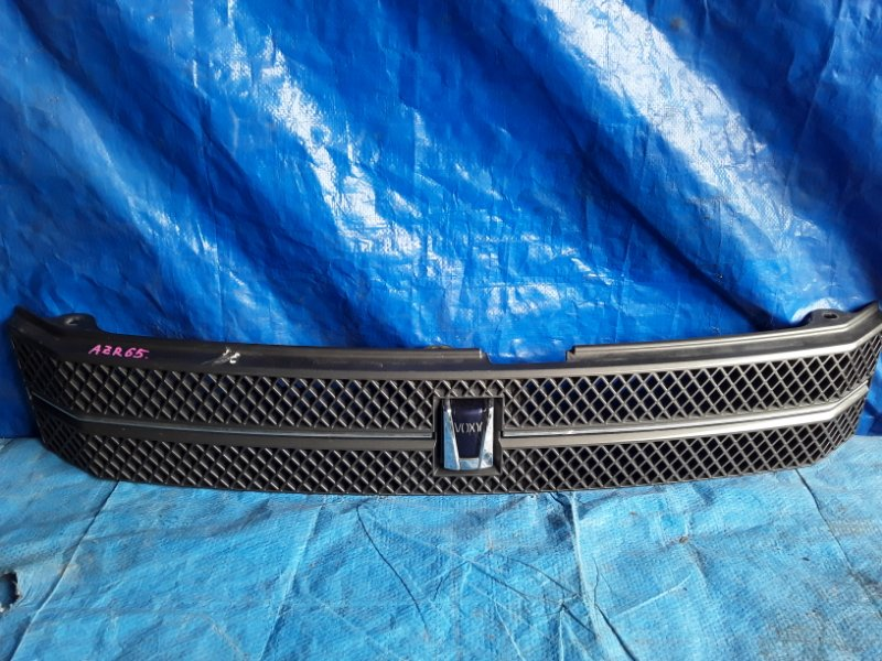 Решетка радиатора Toyota Voxy AZR65 передняя (б/у)