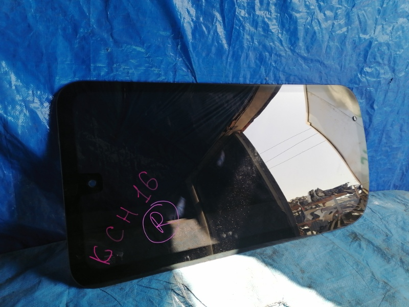 Стекло собачника Toyota Granvia KCH16 заднее правое (б/у)