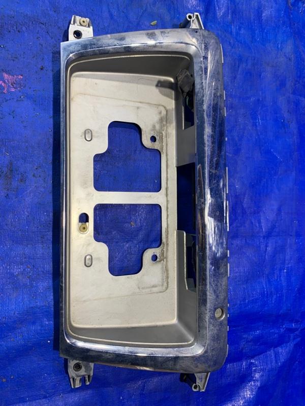 Рамка для номера Toyota Granvia KCH16 (б/у)
