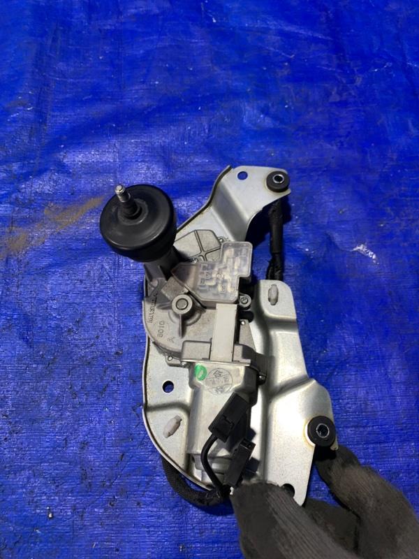 Мотор дворников Nissan Caravan VW6E26 YD25DDTI задний (б/у)