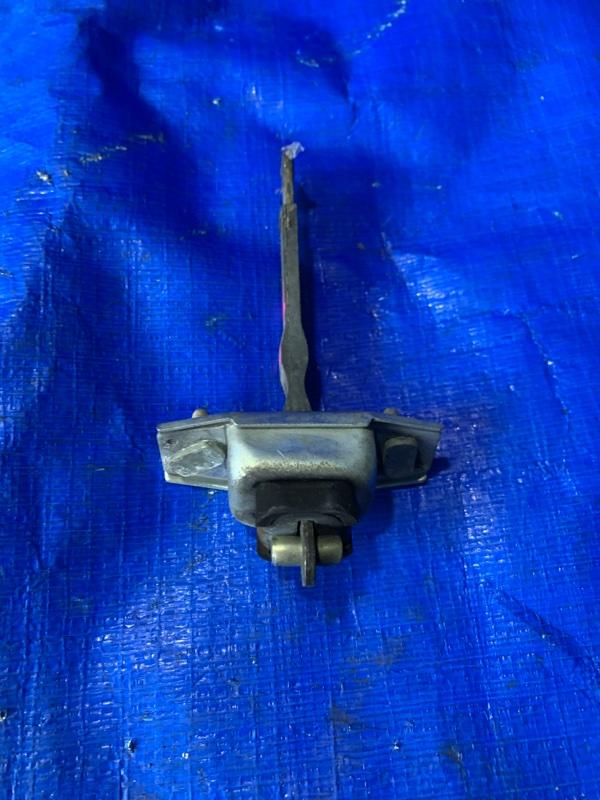 Ограничитель двери Toyota Caldina CT199 3C задний левый (б/у)