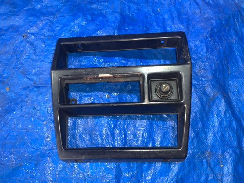 Консоль магнитофона Nissan Datsun BMD21 TD27 1989 (б/у)