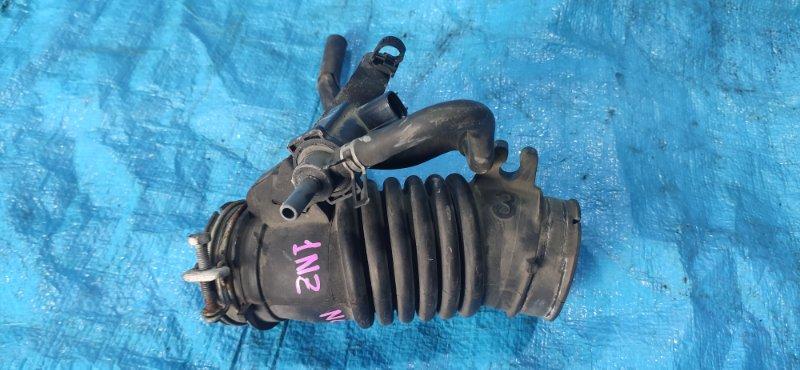 Патрубок воздушного фильтра Toyota Ractis NCP105 1NZ-FE (б/у)