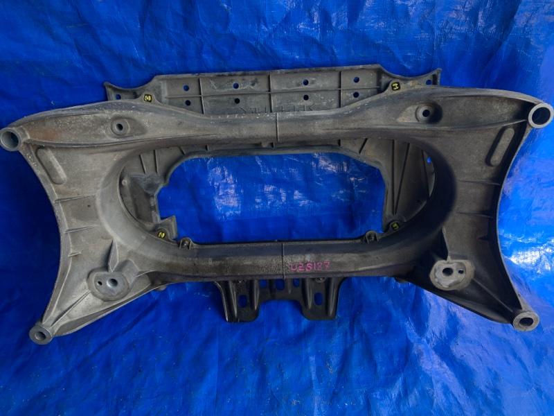 Балка под двс Toyota Crown Majesta UZS187 3UZFE передняя (б/у)