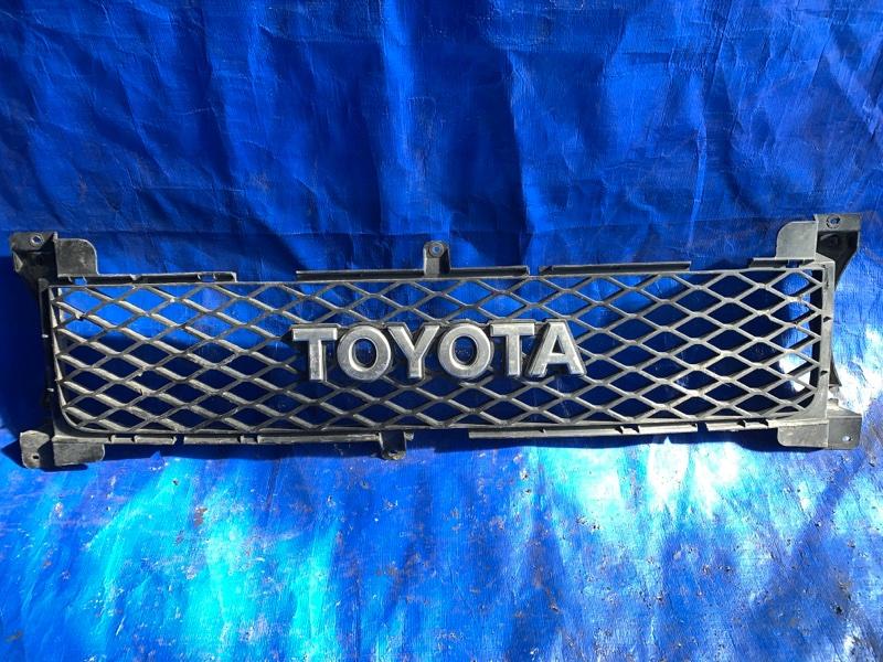 Решетка радиатора Toyota Fj Cruiser GSJ15 передняя (б/у)