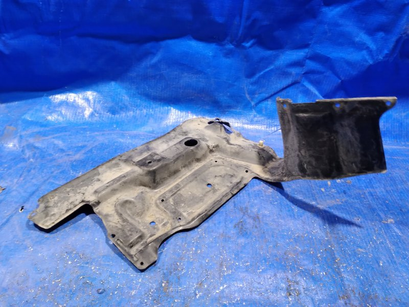 Защита двигателя Toyota Ipsum ACM21W передняя правая (б/у)