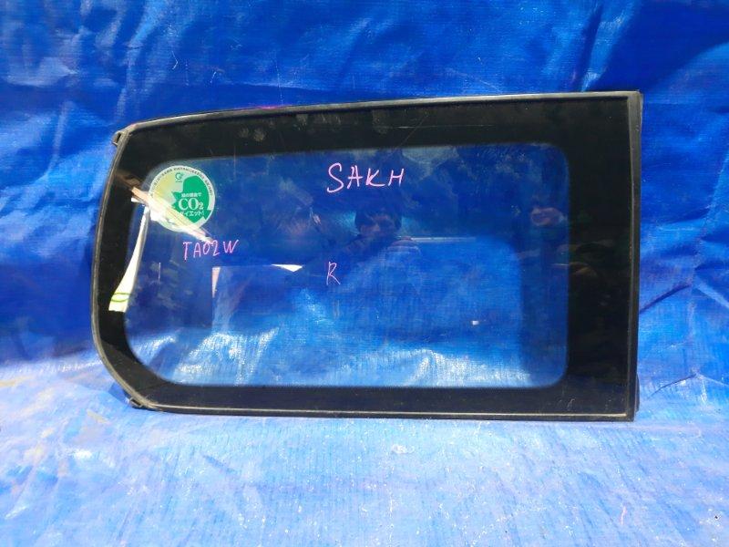 Стекло собачника Suzuki Escudo TA02W заднее правое (б/у)
