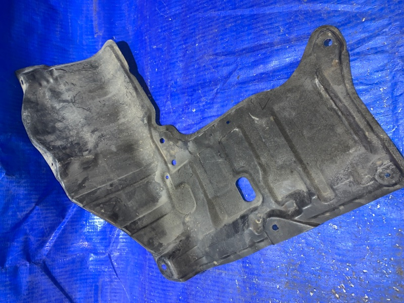 Защита двигателя Toyota Corolla Spacio AE115 передняя правая (б/у)