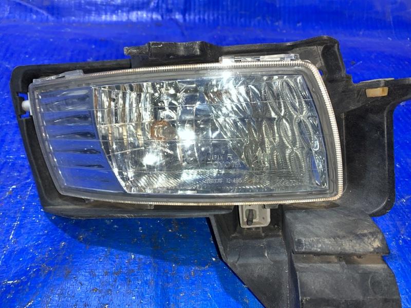 Туманка Toyota Isis ZNM10 передняя правая (б/у)